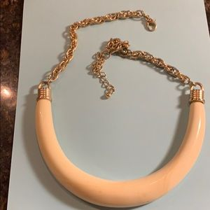 Jewelry - Ivory look necklace